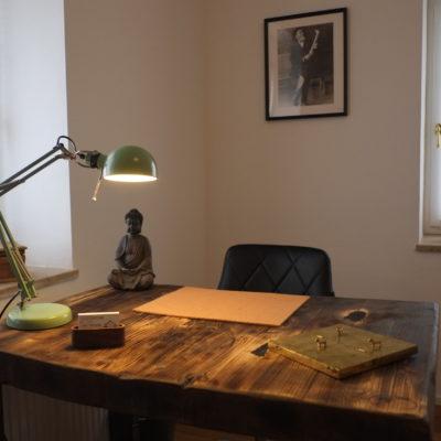 Osteopathie Praxis Zimmer Zwei Schreibtisch